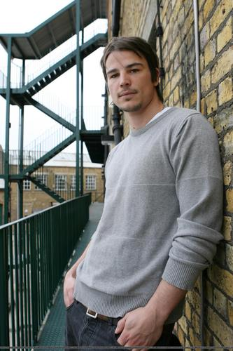 Josh Hartnett achtergrond probably with a street, a penal institution, and a jail called Josh Hartnett