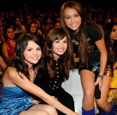 http://images2.fanpop.com/images/photos/4100000/Miley-Cyrus-Selena-and-Demi-hannah-montana-4196080-400-395.jpg