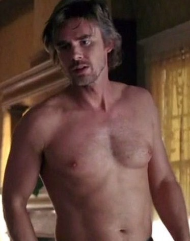 True Blood wallpaper containing a hunk, a six pack, and skin entitled Shirtless Sam Merlotte (Sam Trammell)