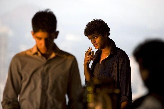 slumdog millionaire movie analysis Slumdog millionaire, british dramatic film, released in 2008 and directed by danny boyle, that won eight  as the film opens, jamal malik (played by dev patel) is being tortured in a police station in mumbai  production notes and credits.