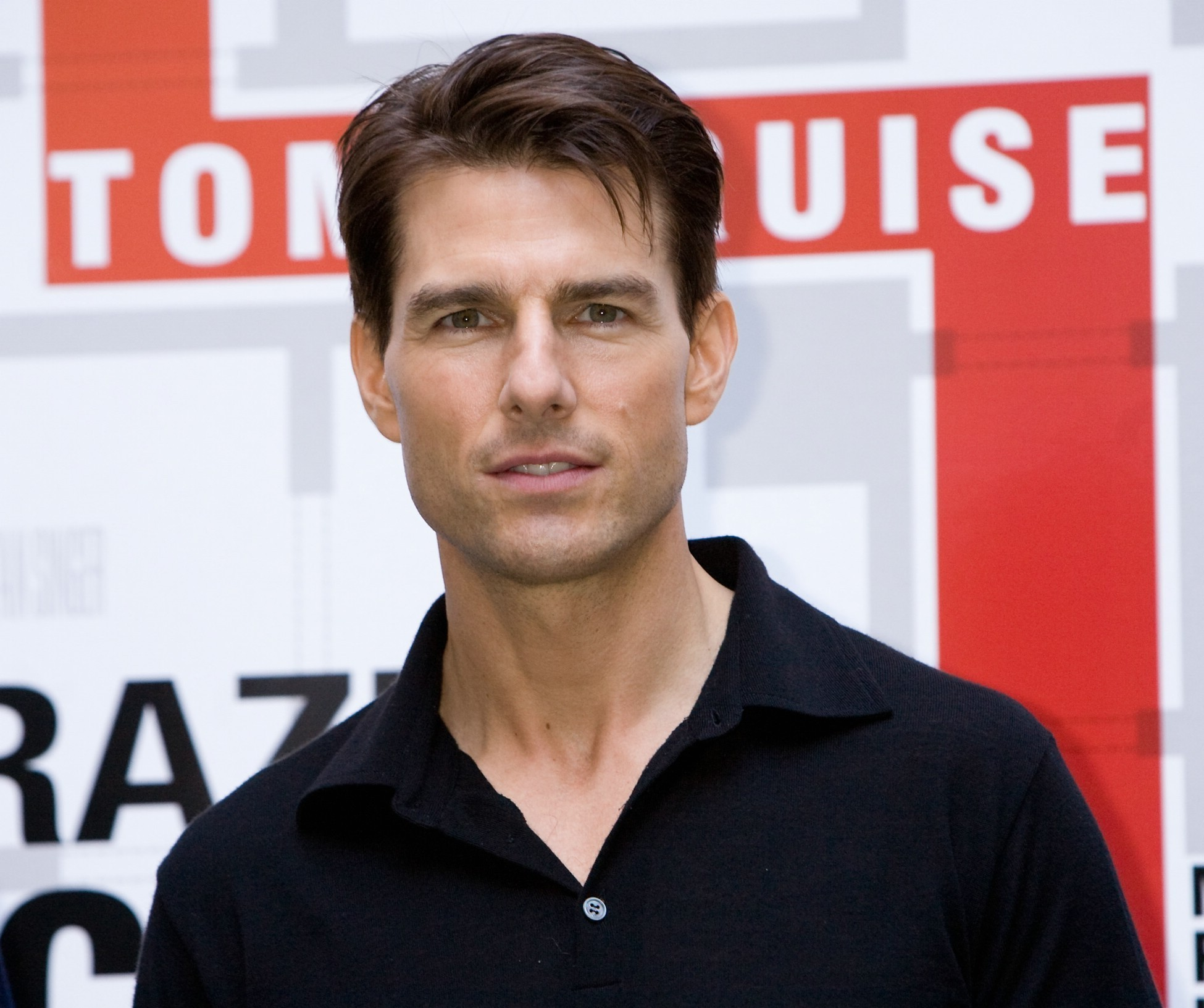 http://images2.fanpop.com/images/photos/4100000/Tom-Cruise-tom-cruise-4124879-1950-1633.jpg