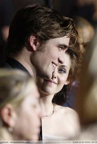 robert pattinson and kristen stewart twilight premiere. Robert Pattinson And Kristen