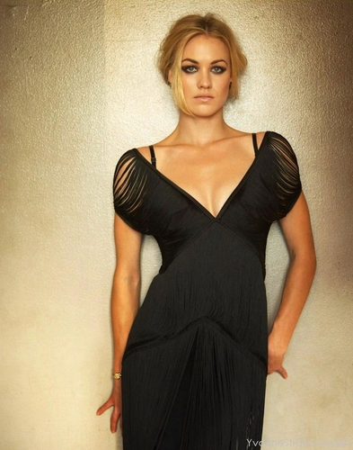 Yvonne Strahovski Hintergrund probably containing a cocktail dress and a abendessen dress titled Yvonne (HQ)
