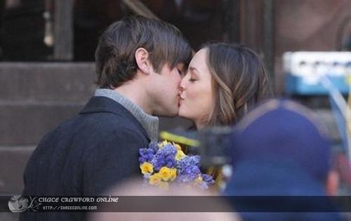 bn kiss!!! soo cuteee!!! (: