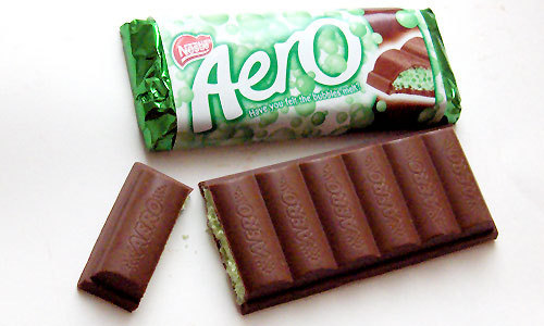 খাবার দেওয়ালপত্র possibly containing a nougat bar entitled mint aero