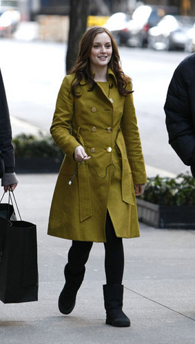 Blair Waldorf Fashion wallpaper containing a business suit and a trench coat called BWF