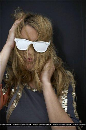 Blake Lively wallpaper containing sunglasses entitled Blake