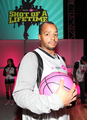 Donald Playing In The Celebrity Game 2009