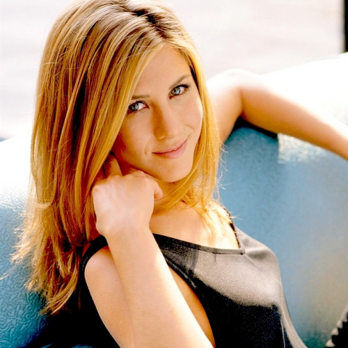 Jennifer Aniston wallpaper containing a portrait entitled Jennifer <3