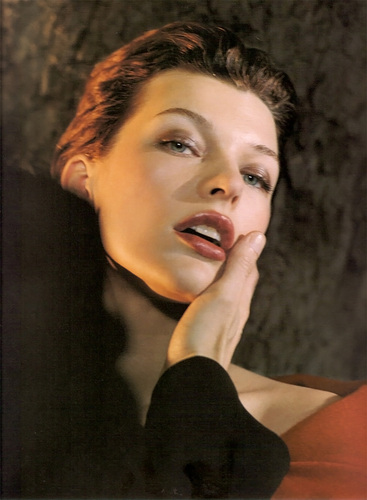 Milla Jovovich karatasi la kupamba ukuta probably containing a portrait called Milla Modeling for Donna Karan