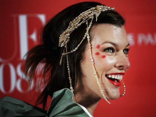 Milla Jovovich karatasi la kupamba ukuta possibly with a portrait entitled Milla @ Vogue China's ikoni 2008 Awards