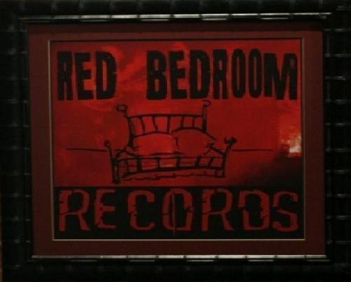 Red बिस्तर