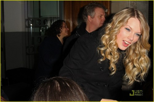 Taylor & her mom in ロンドン :)