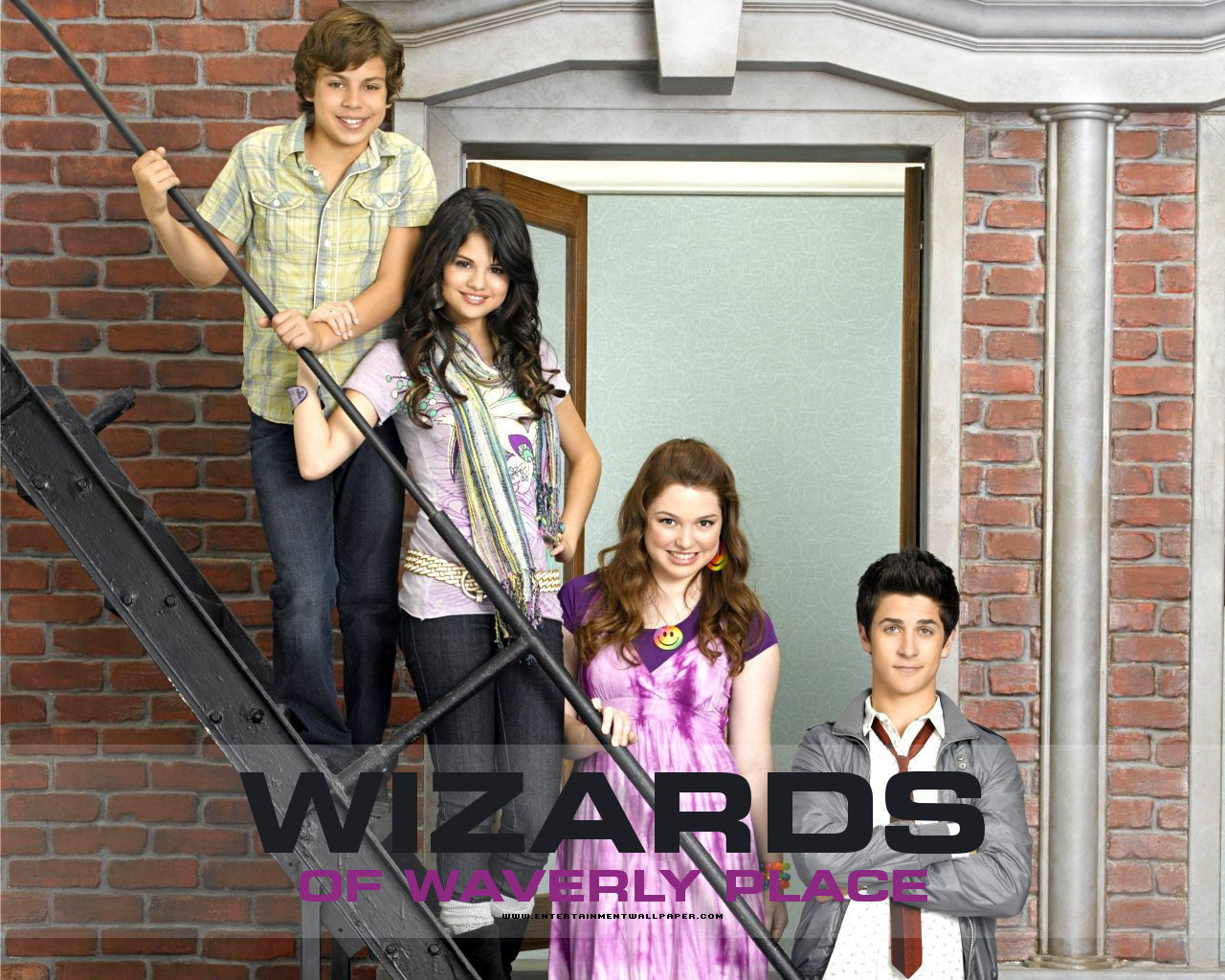 Filmografia also Watch further Selena Gomez S Tv Uncle Hates To See Singer Sexualised as well Alex Russo further Harperella. on wizards of waverly place uncle kelbo