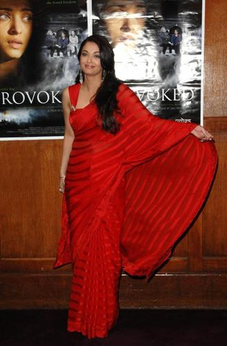 aishwarya at provoked premiere in london
