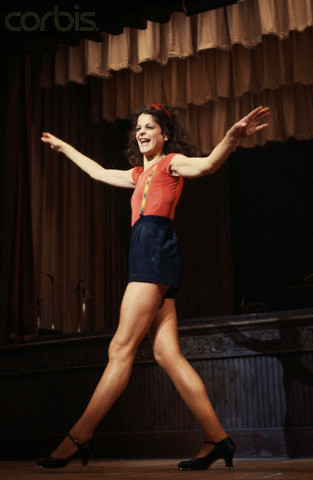 Gilda Radner wallpaper called Gilda Radner Rehearsing on Stage