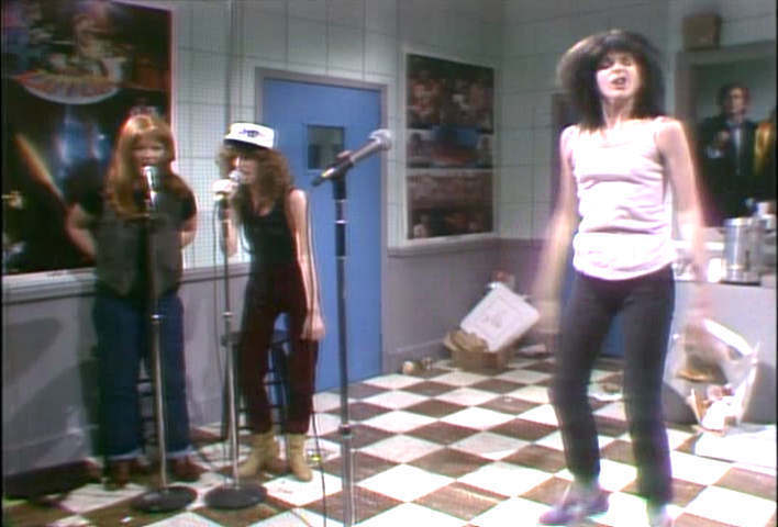 Gilda Radner as punk rocker kendi Slice