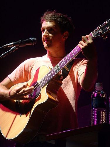 Jason Mraz वॉलपेपर containing a guitarist and a संगीत कार्यक्रम called Jason Mraz