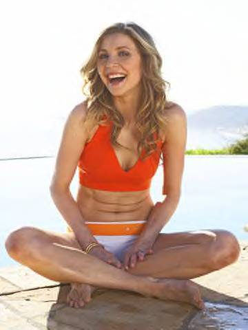 Sarah Chalke wallpaper entitled Sarah in Fitness Magazine March 2009