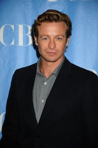 সিমন বেকার দেওয়ালপত্র containing a business suit, a suit, and a well dressed person called Simon Baker