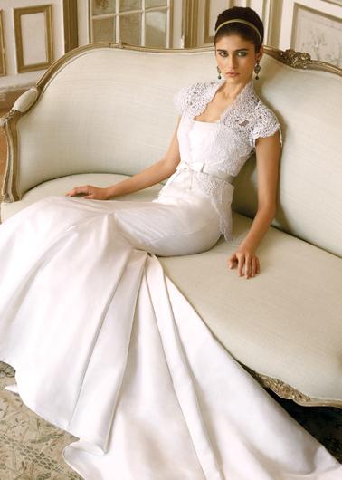 ...не менее элегантным) является свадебный наряд костюмного типа...