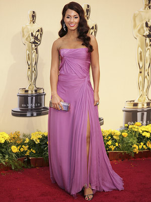 Alicia Keys wallpaper containing a gown, a dinner dress, and a balldress entitled Alicia @ oscars