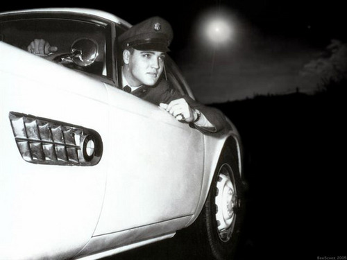 Elvis Presley wallpaper containing an automobile entitled Elvis Presley Wallpaper