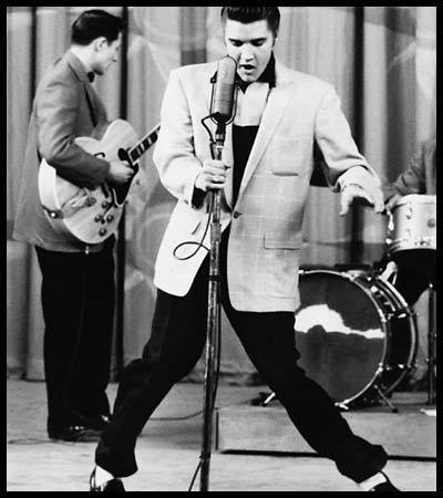 Elvis Performing - elvis-presley photo