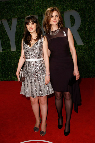 Emily & Zooey Deschanel @ 2009 Vanity Fair Oscar Party