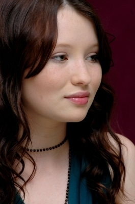 Emily Browning kertas dinding with a portrait titled Emily