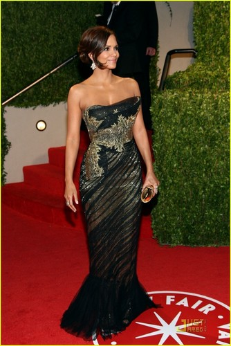 Halle attending the Oscars 2009