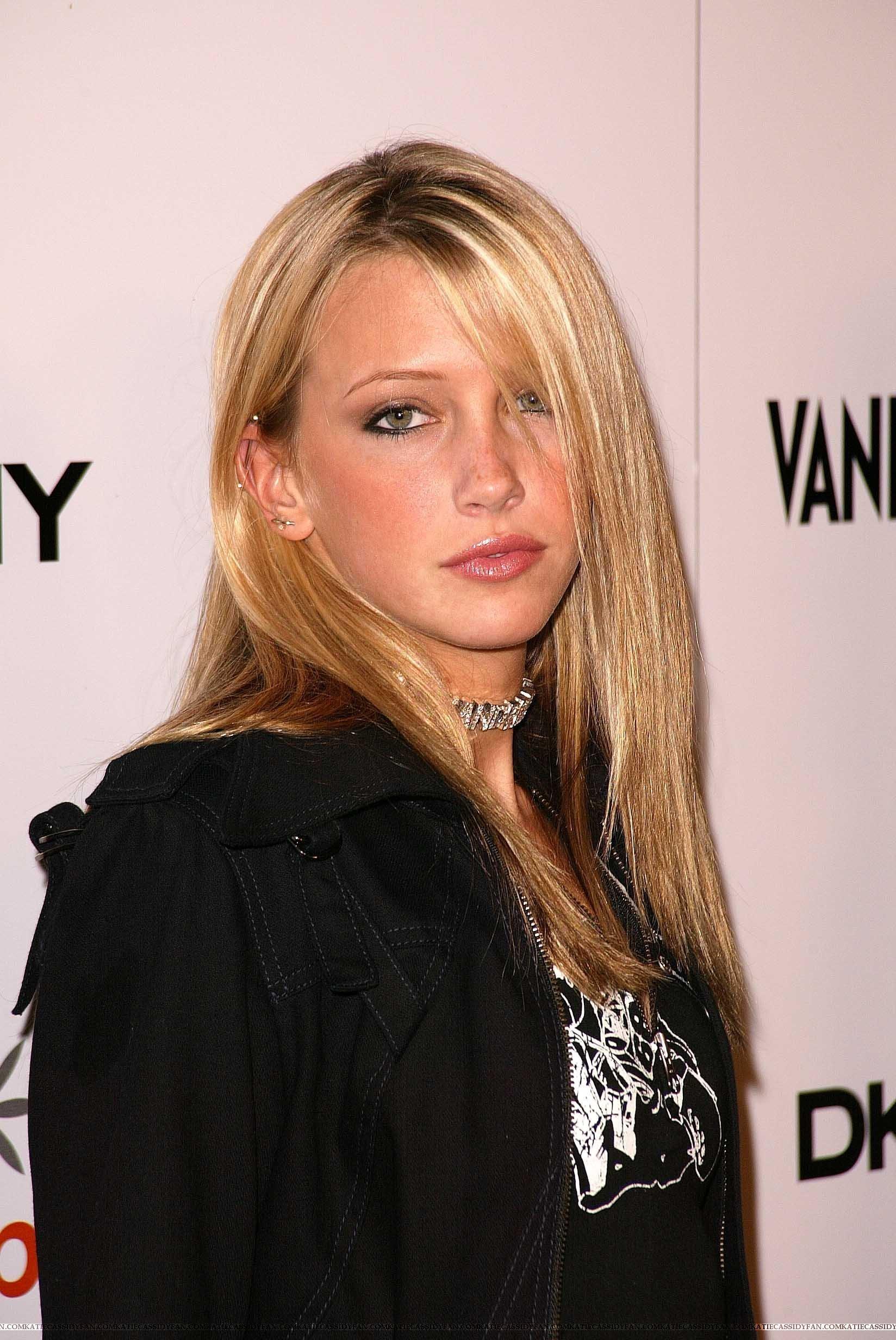 Katie Cassidy - Wallpaper Actress