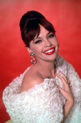 Classic Movies wallpaper entitled Leslie Caron