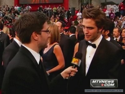 Robert Pattinson  Interview on Mtv Red Carpet Interview Robert Pattinson 4406978 400 300 Entrevista