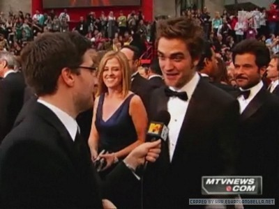 MTV Red Carpet Interview - Robert Pattinson 400x300