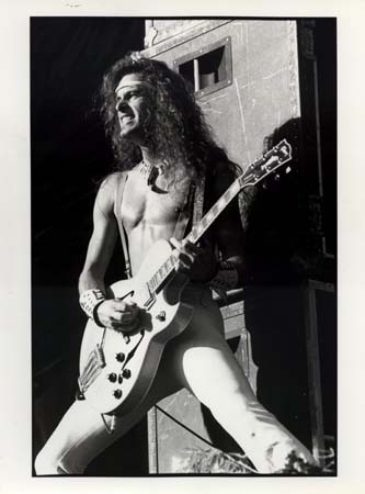 Ted Nugent वॉलपेपर containing a guitarist entitled Nugent in Black & White