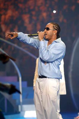 Performing @ mtv VMA's 2005