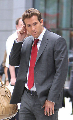 Ryan Reynolds Images Ryan On Set Of The Proposal Wallpaper And