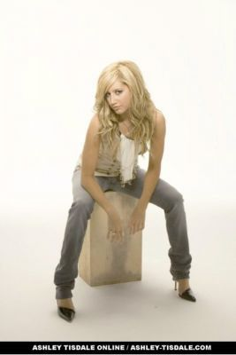 Photoshoot 01 - Sheryl Nields-2007 Ashley-ashley-tisdale-4401068-267-400