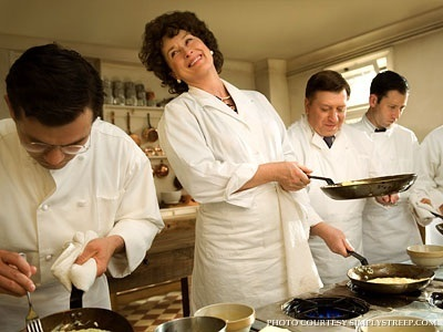 http://images2.fanpop.com/images/photos/4500000/-Julie-Julia-Production-Still-meryl-streep-4552552-400-300.jpg