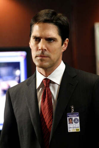 SSA Aaron Hotchner پیپر وال with a business suit, a suit, and a single breasted suit titled Aaron Hotchner