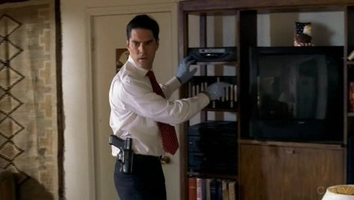 SSA Aaron Hotchner 바탕화면 containing a family room called Aaron Hotchner