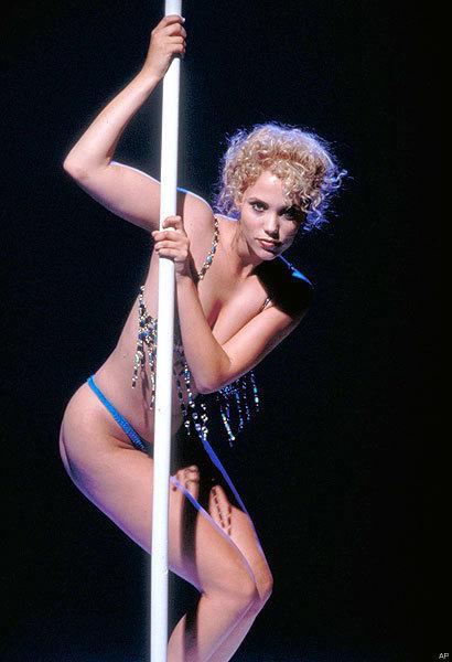 http://images2.fanpop.com/images/photos/4500000/Elizabeth-Berkley-hollywoods-pretty-women-4553127-410-600.jpg