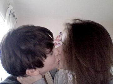 FREDDIE HIGHMORE Поцелуи SARAH BOLGER!!
