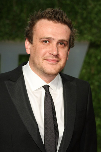Jason Segel پیپر وال containing a business suit, a suit, and a double breasted suit entitled Jason