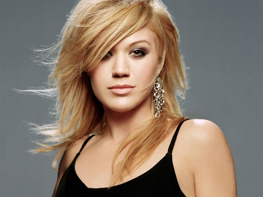 http://images2.fanpop.com/images/photos/4500000/Kelly-Clarkson-Wallpaper-kelly-clarkson-4534451-1024-768.jpg?1343675739622