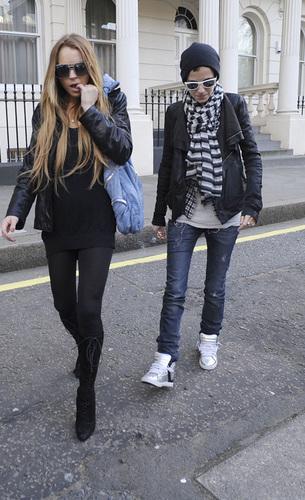 Lindsay with Sam Shopping in Лондон