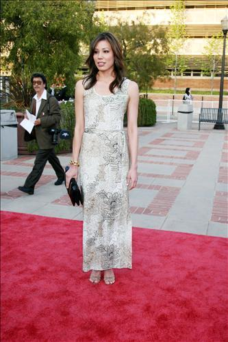 Michaela Conlin wallpaper possibly with a bridesmaid, a cocktail dress, and a dinner dress called Michaela