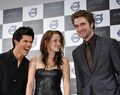 "Robert, Kristen and Taylor At the Tokyo premiere of ""Twilight"" - February 27, 2009  - twilight-series photo"