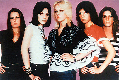 Les Runaways fond d'écran probably with a portrait titled The Runaways - 1977
